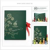 Un calendrier de l'avent original et gourmand pour les petits et les grands impatients. 24 petits plaisirs à découvrir en attendant Noël, à offrir ou à s'offrir ! Présenté dans un coffret décoré d'un arbre de vie, l'olivier, symbole de a maison Oliviers & Co, doré à chaud avec joli ruban rouge en 2500 exemplaires• Papier cartonné 400 gr • Impression all over à chaud (inside + outside) • Plateau intérieur en mousse facile à manipuler • Pré découpe sur mesure pour vos cadeaux • Ruban rouge grosgrain#olivierandco #centurybox #packaging #packagingdesign #box #christmas #2020