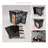Un projet magnifique de coffret collector pour le manga OldBoy. Bravo à Christophe Geldron fondateur de NaBan Edition pour son premier #kisskissbankbank réalisé avec brio de bout en bout. Merci pour sa confiance pour le développement du sleeve collector et du leaflet sur mesure que nous avons réalisé pour lui : - Contrainte d'être livré à plat et facile à monter (400 gr/m² + pelliculage brillant) - Impression offset 5 couleurs (black C + CMYK) - Doit contenir les mangas et le livret (imprimé par nos soins également) avec assez de place pour les sortir facilement mais pas trop pour bien les maintenirs. Vous avez un projet de crowdfunding qui a besoin d'un packaging ? L'équipe de Centurybox sera à votre écoute avec des solutions à partir de 50 unités avec logo et délais de 15 jours. #packaging #crowdfunding #oldboy #nabanedition #sleeve #manga #anime #japan #japanesecomics