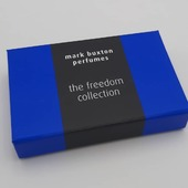 Hingbox bleu électrique avec calage sur mesure 🎁✨#boitecadeau #boitepersonnalisée #perfumebox #emballageparfum #boiteparfum